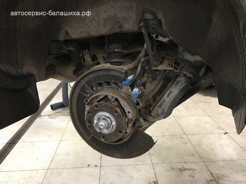 Volkswagen touareg замена задних тормозных дисков