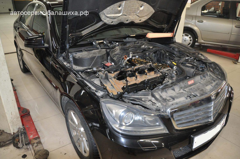 Mercedes-Benz c180 2011 замена передних тормозных дисков с тормозными колодками, замена прокладки клапанной крышки.