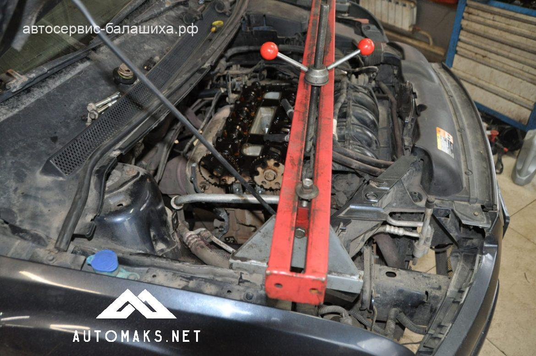 Ford Focus 2007 2л Duratec замена масла, помпы, и комплекта грм